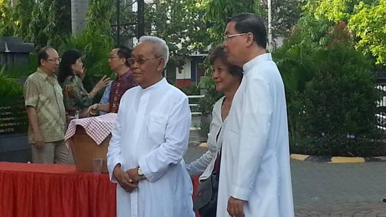 Romo Anton Gunardi MSF, Pastor Paroki Kelapa Gading, turut menjadi sponsor utama